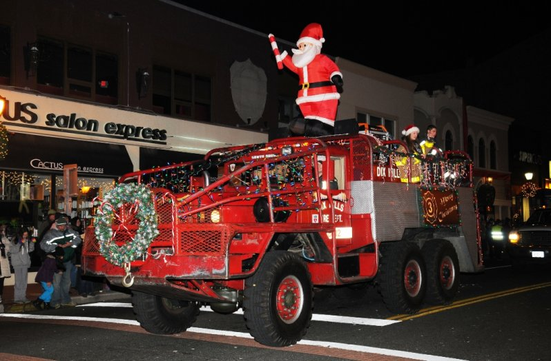 holiday-parade-dix-hills