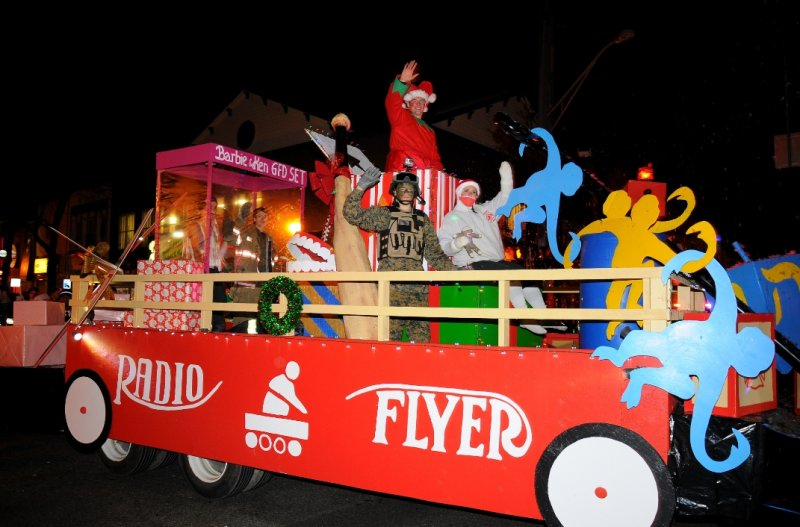 holiday-parade-greenlawn-1st-place-winner-for-fds
