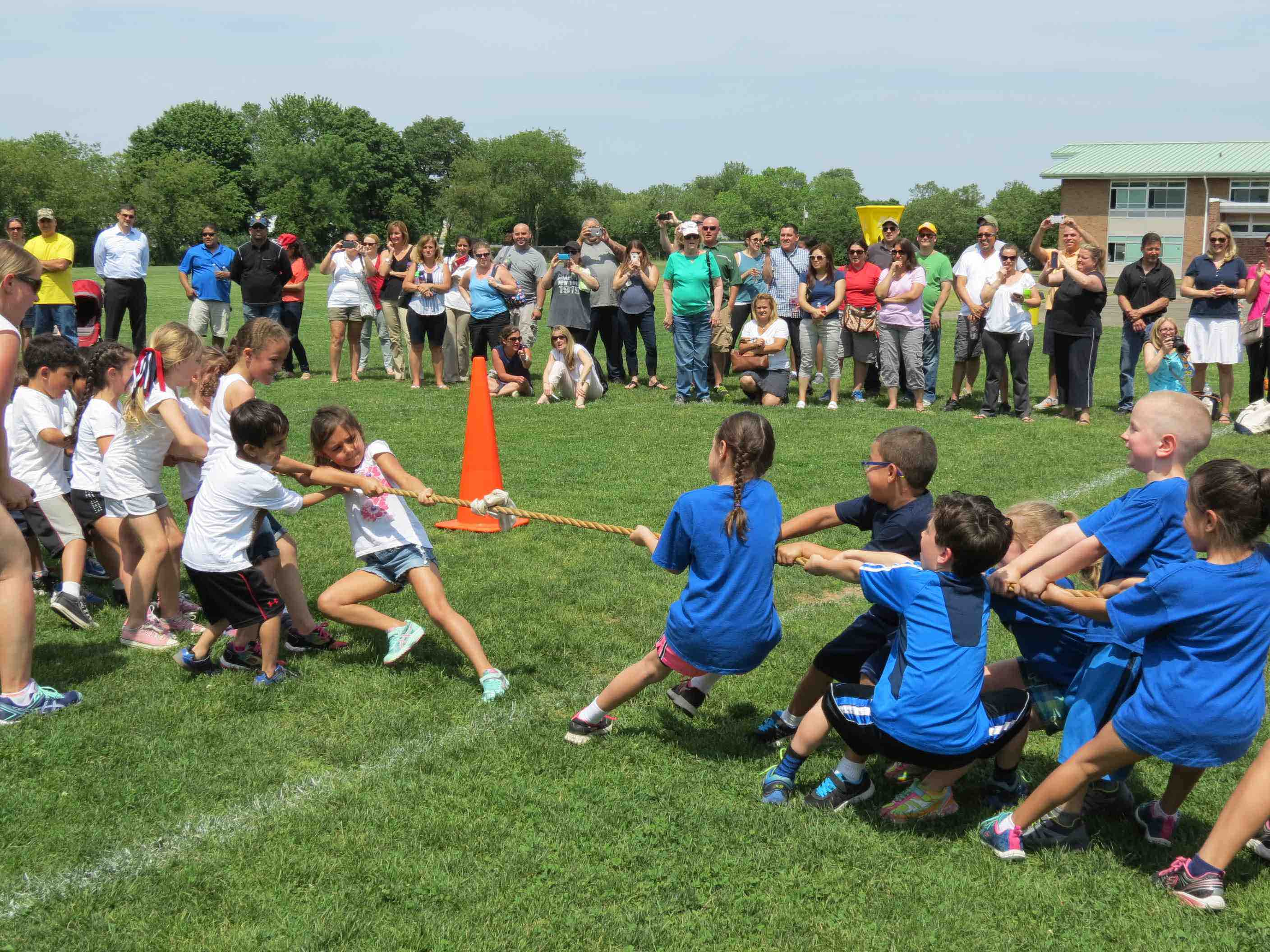 Elwood Students Celebrate Field Day The Huntingtonian border=