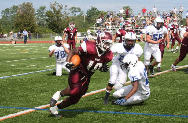 Wildcat Darrell Felder, #10 on his way to his second touchdown in the first half.